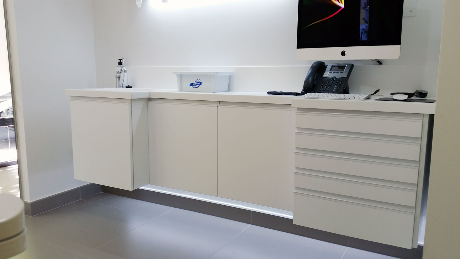 Mueble colgante. Muebles para clínica dental Jeb Proclilab